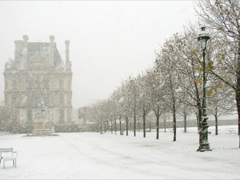 Paris-sous-la-neige-by-dalbera-via-flickr