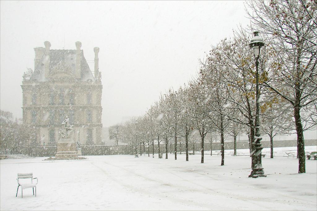 Paris-sous-la-neige-by-dalbera-via-flickr
